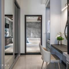 Bathroom by SING萬寶隆空間設計
