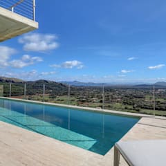 Infinity pool by Pollentia Rentals