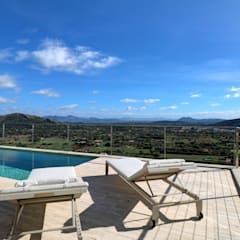 Infinity pool by Pollentia Rentals, Modern