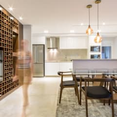 Bodegas de vino de estilo moderno por Rê Freitas