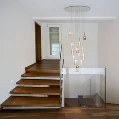 Moderne Designertreppen aus Italien:  Tür von Siller Treppen/Stairs/Scale