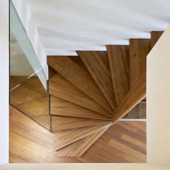 Schwebende Treppen:  Treppe von Siller Treppen/Stairs/Scale