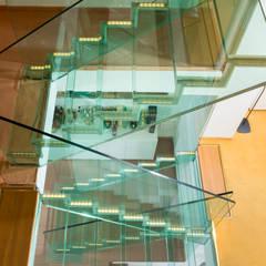 Luxus Glastreppe OHNE Edelstahl:  Treppe von Siller Treppen/Stairs/Scale