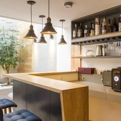 diseño interior jardín adentro: Estudios y despachos de estilo clásico por Adrede Diseño
