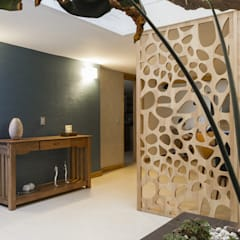 diseño interior jardín adentro: Pasillos y vestíbulos de estilo  por Adrede Diseño