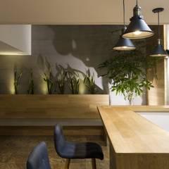 diseño interior jardín adentro: Jardines de estilo clásico por Adrede Diseño