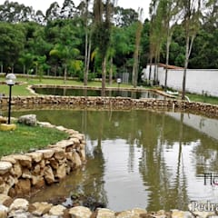 Garden Pond by Flor do Campo Pedras e Paisagismo