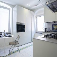 Casa L+G: A un passo dal mare: Cucina in stile  di Architetto Francesco Franchini
