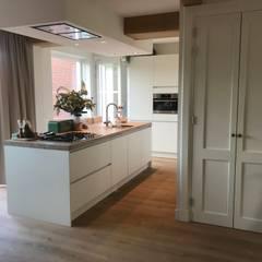 Industrial living @ ARDEE Design: industriële Woonkamer door ARDEE Parket Interieur Design