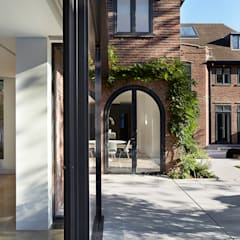 Heath House:  Detached home by Patalab Architecture,