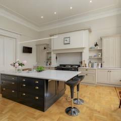 Royal Circus Kitchen:  Built-in kitchens by Stange Kraft Ltd