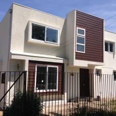Remodelación y ampliación de casa en La Reina por Arqsol: Casas unifamiliares de estilo  por Arqsol