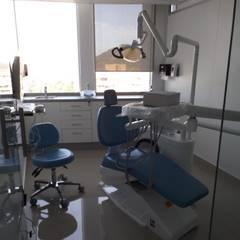 Box dental : Oficinas y Comercios de estilo  por Arqsol