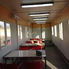 Comedores con sistema de iluminación LED: Restaurantes de estilo  por Arqsol