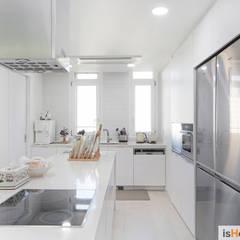 Kitchen by 이즈홈