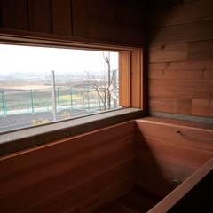 浴槽: 株式会社高野設計工房が手掛けた浴室です。