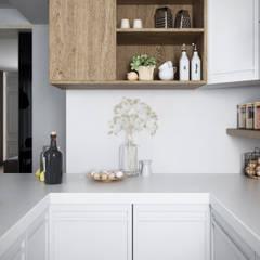 Antonella Apartment: Cucina in stile  di FRANCESCO CARDANO Interior designer