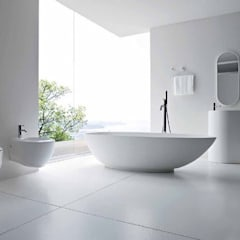 Minimalist White bathroom : minimalistic Bathroom by Subramanian- Homify