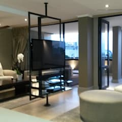 Sandton Style Penthouse Living:  Living room by CKW Lifestyle