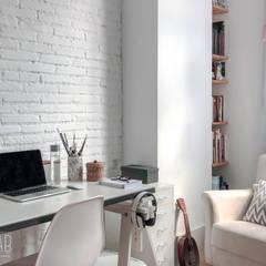 Casa Blanca: Estudios y despachos de estilo  de Baobab Arquitectura