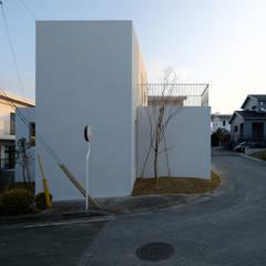 中城の家: STUDIO COCHI ARCHITECTSが手掛けた一戸建て住宅です。