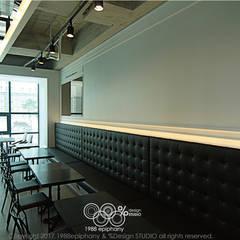 20평대 카페인테리어: 1988에피파니의  다이닝 룸