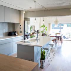 SGH: <DISPENSER>architects 小野修 一級建築士事務所が手掛けたキッチンです。