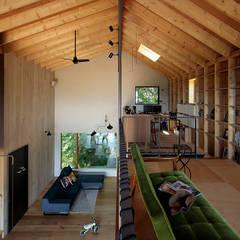 غرفة المعيشة تنفيذ 稲山貴則 建築設計事務所