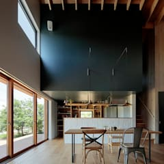 Dining room by 稲山貴則 建築設計事務所, Industrial Solid Wood Multicolored