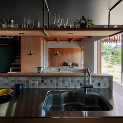 Cocinas de estilo  por 稲山貴則 建築設計事務所