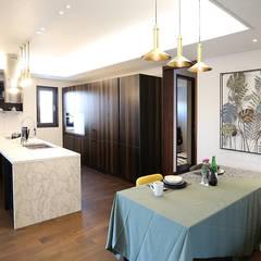 3세대 주택의 기능을 가진 고급 모던주택: 더존하우징의  빌트인 주방