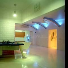 Corridor & hallway by SPACCE INTERIORS
