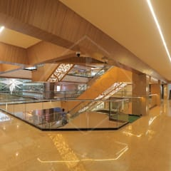 canopus:  Commercial Spaces by SPACCE INTERIORS