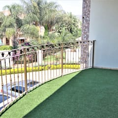 Balcony with Artificial Grass:  Patios by Motama Interiors and Exteriors