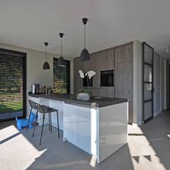 Villa Bavel:  Keuken door Bongers Architecten