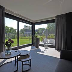 Villa Bavel: landelijke Woonkamer door Bongers Architecten