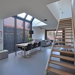 Eigentijdse woning:  Eetkamer door Bongers Architecten