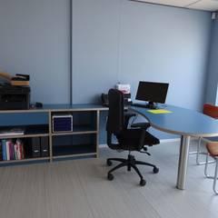 bureau: moderne Studeerkamer/kantoor door Bob Nisters