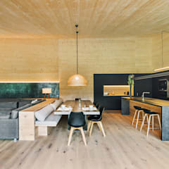 Casa en la Cerdanya: Comedores de estilo  de dom arquitectura