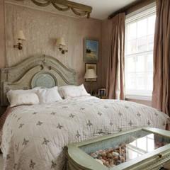Old Fashioned Bedroom: Chambre de style  par fabien ferrari