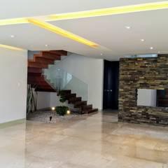 VISTA DESDE AREA SALA-COMEDOR.: Pasillos y recibidores de estilo  por Herrera Arquitectos H&H