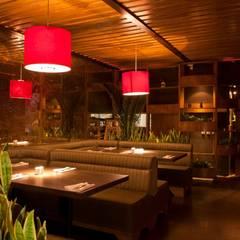 Rustic style gastronomy by DISEÑO DE BARES Y RESTAURANTES B&Ö Arquitectura, decoración, diseño de interiores y Muebles Rustic Wood Wood effect