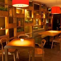 DISEÑO DE MUEBLES PARA RESTAURANTES: Restaurantes de estilo  por DISEÑO DE BARES Y RESTAURANTES B&Ö  Arquitectura, decoración, diseño de interiores y Muebles