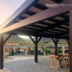 Porche en madera laminada: Terrazas de estilo  de NavarrOlivier
