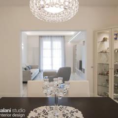 LUXURY CONTEMPORARY VILLA: Sala da pranzo in stile  di Rachele Biancalani Studio