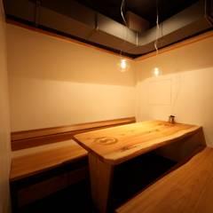 半個室スペース: 株式会社高野設計工房が手掛けた商業空間です。