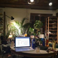 해방촌 셀프 인테리어: HYPHEN의  거실