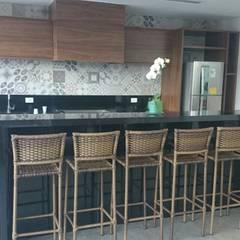 tropical Kitchen by IMAGINARTE -  Arquitetura & Construção