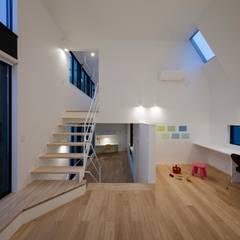 リビングにはキッズコーナー: 石川淳建築設計事務所が手掛けたリビングです。