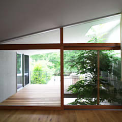 ta house: Takeru Shoji Architects.Co.,Ltdが手掛けたベランダです。